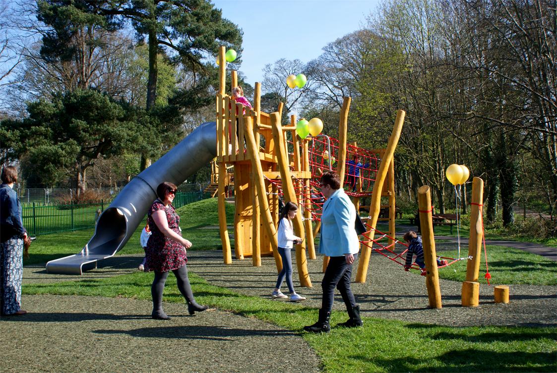 Play tower with Tubular slide – 5,162