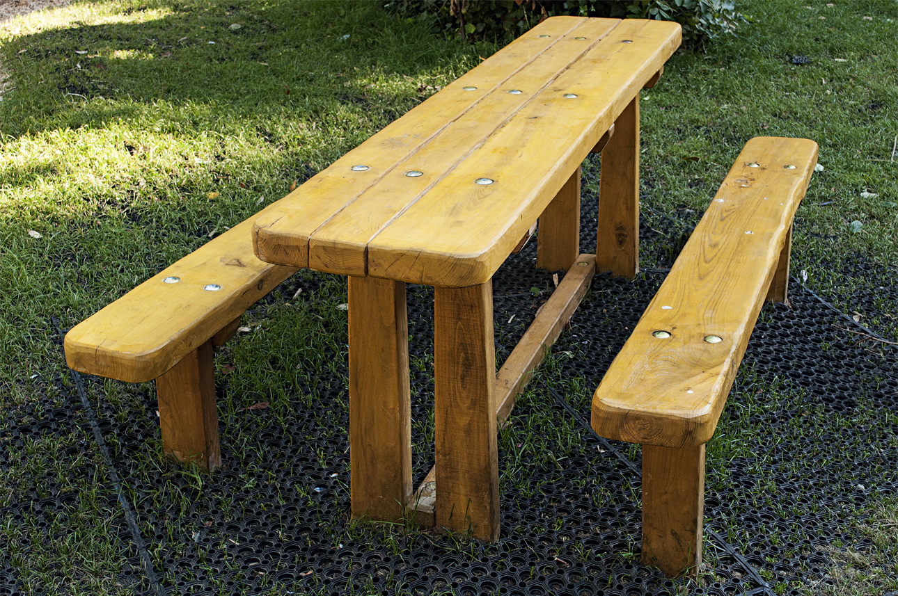 Picnic table – 9.006